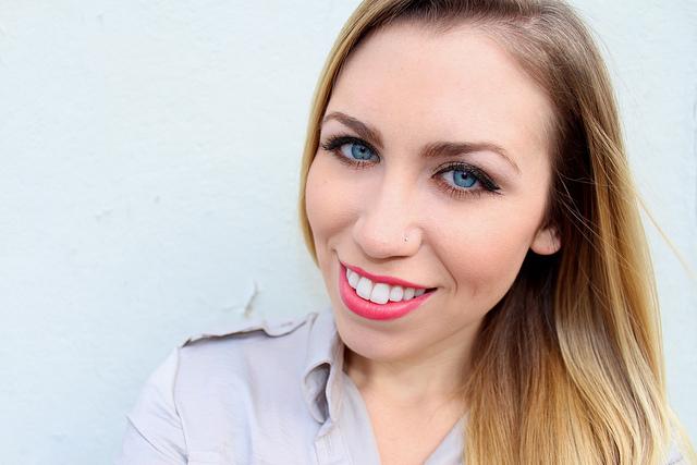 mark. Makeup Monday: Goldi Luxe