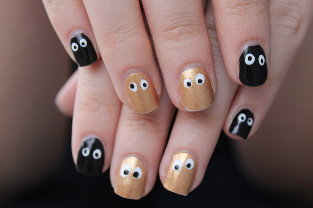 Wear & Share Wednesday: Halloween Nails