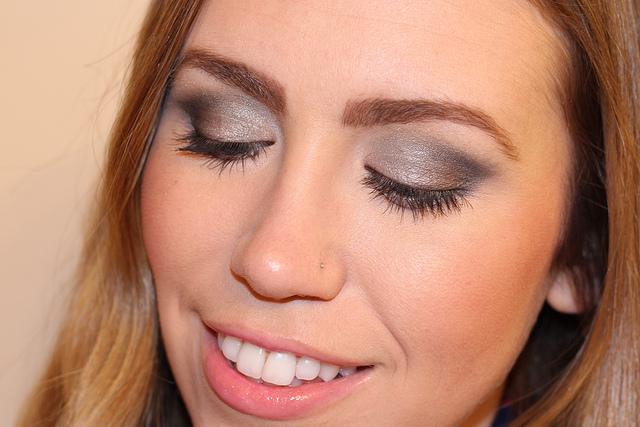 Makeup Monday: Holiday Smokey Eye
