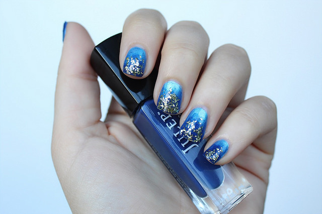 Electric Blue & Navy Ombré Manicure