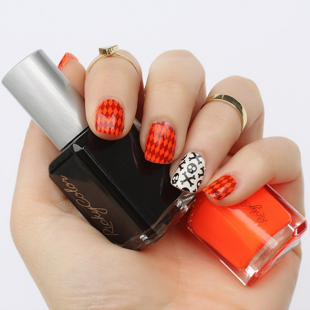 Halloween Nails | Orange & Black Skulls