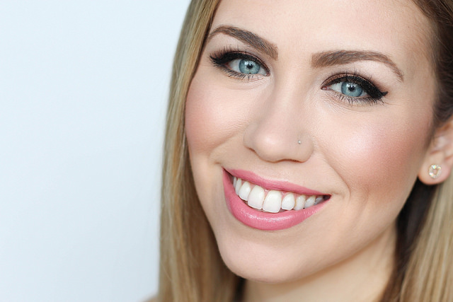 Makeup Monday: Chocolate Brown Smoky Eye & Barely Pink Lips