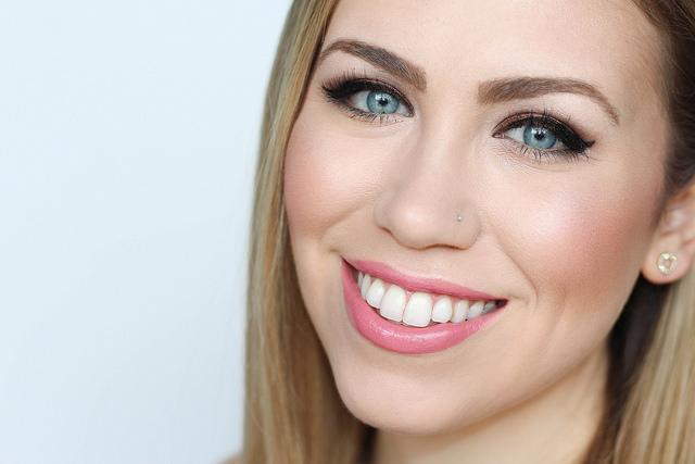 Makeup Monday: Chocolate Brown Smoky Eye & Barely Pink Lips