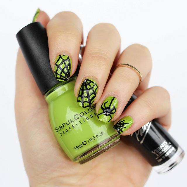 Halloween Spiderweb Manicure