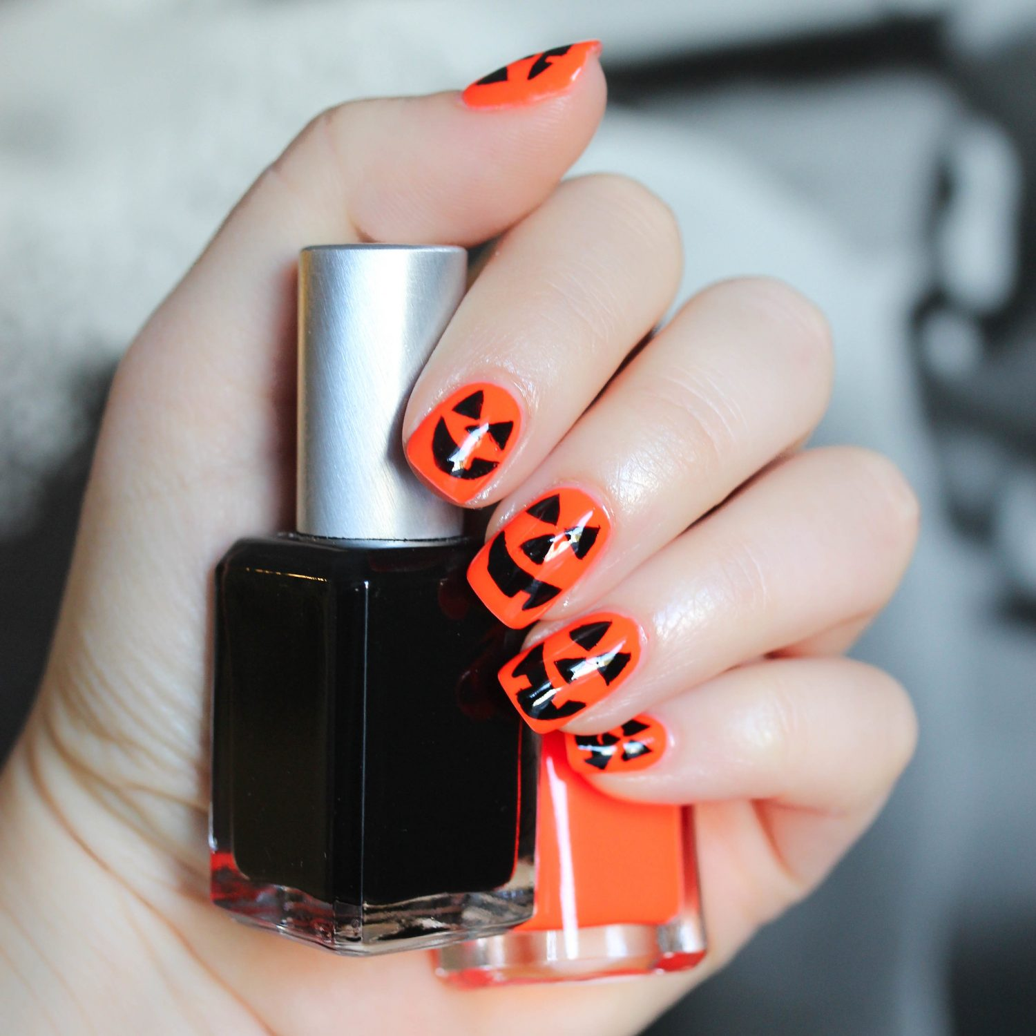 6 Halloween Manicures That are SCARY Good