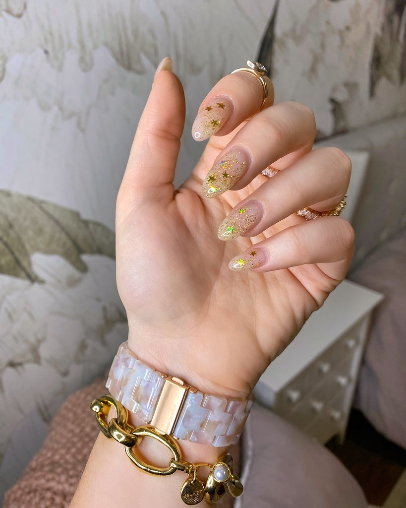 Gold Glitter Star Nails Mani Inspiration