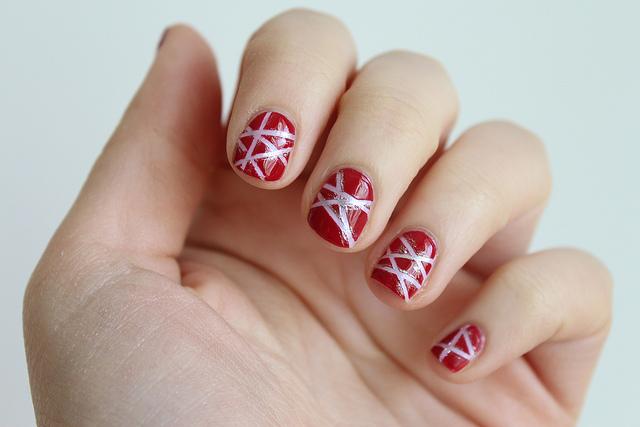A Geometric Valentine's Day Manicure
