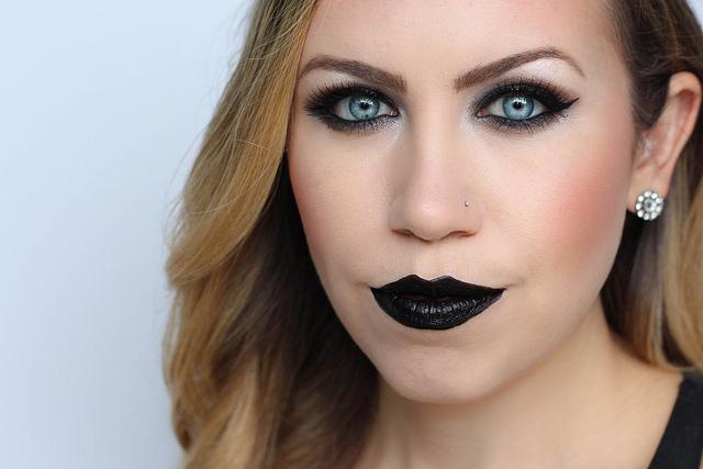 Makeup Monday: Goth Halloween Makeup