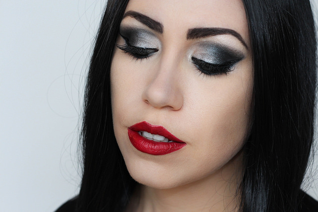 Makeup Monday: Morticia Addams Halloween Makeup